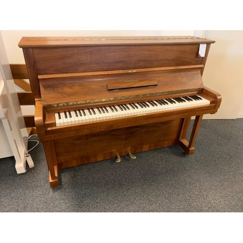 Steinway & Sons Z traditional
